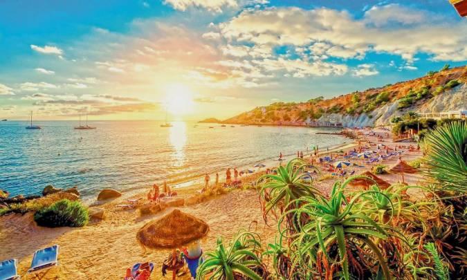Puesta de sol en la isla de Ibiza