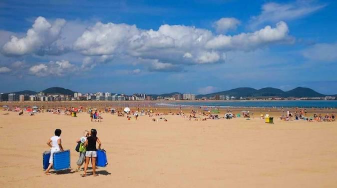 Playa La Salvé, en Laredo, Cantabria