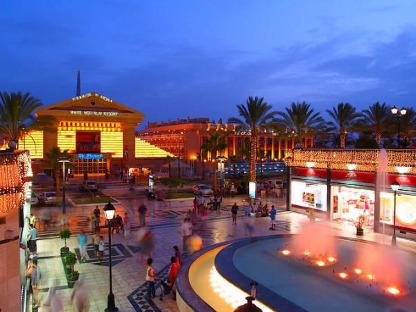 Centro Comercial Safari, en Los Cristianos, Tenerife