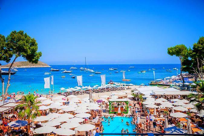 Club Nikki Beach, en Magaluf, Mallorca