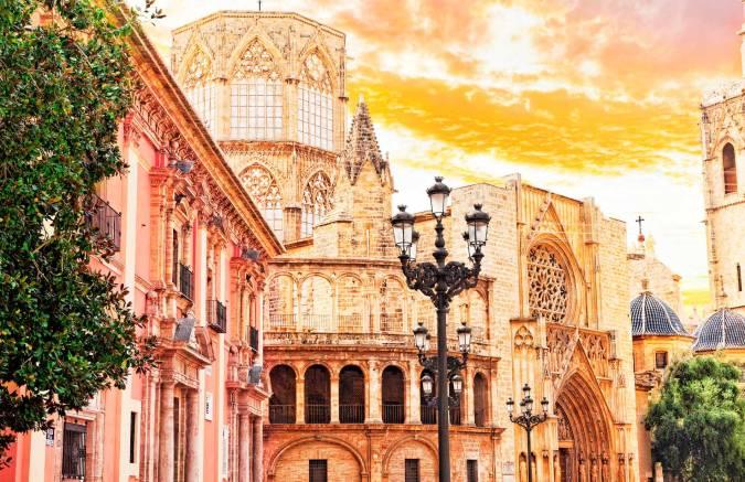 Fuego, mar y arte en la capital del Turia