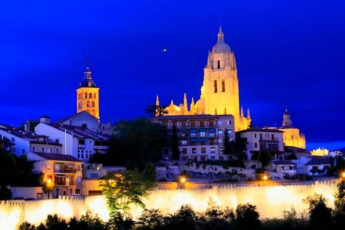 Segovia por la noche