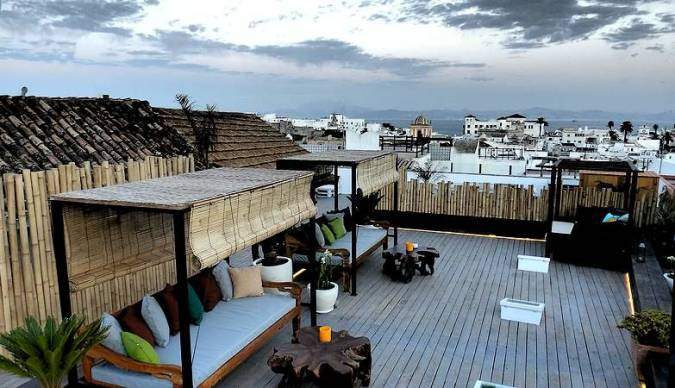 Terraza chill-out del Restaurante Silos 19, en Tarifa
