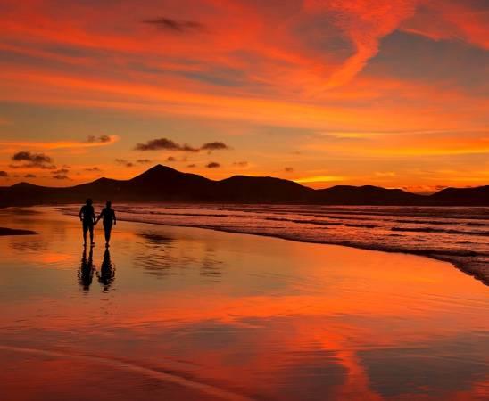 Atardecer en la Playa de Famara, en Teguise, Lanzarote