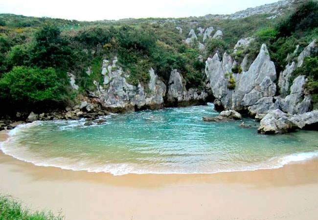 Gulpiyuri: la playa más pequeña del mundo está en Asturias