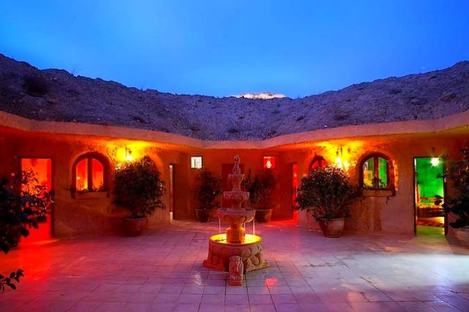 Hotel Cueva, en Los Monegros, Huesca