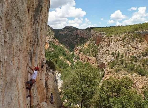 Hoteles para escalar en Teruel este verano