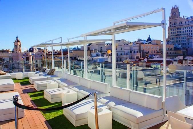 Terraza del Hotel Roommate Oscar, en Chueca, Madrid