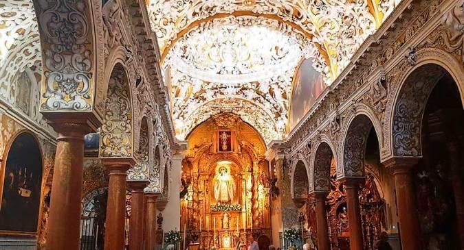 Interior de la Iglesia de Santa María la Blanca, en Sevilla