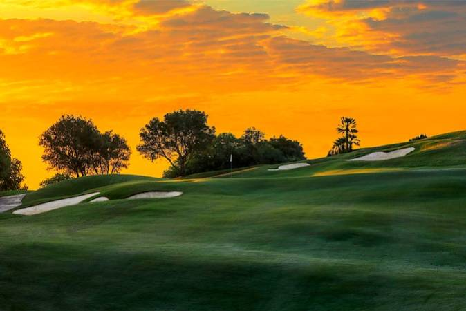 Jugar al golf en la localidad malagueña de Mijas