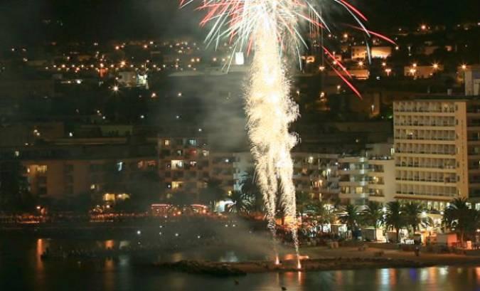 Fuegos artificiales en la Playa de Figueretas