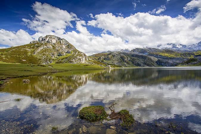 Lago La Ercina, en los Lagos de Covadonga, Asturias