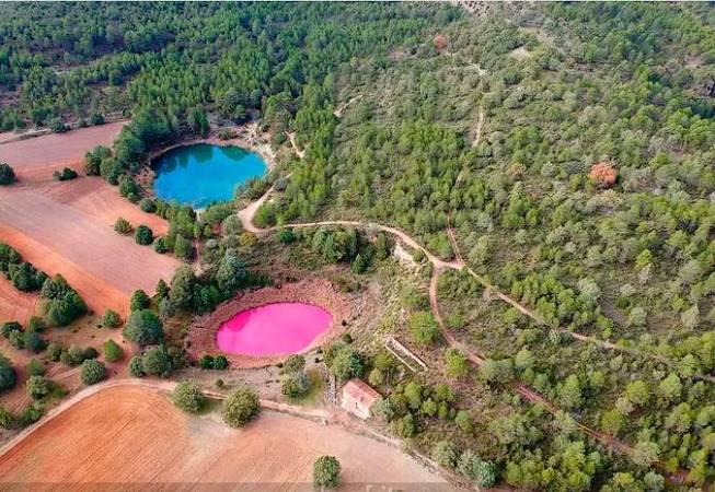 Las coloridas Lagunas de Cañada del Hoyo, en Cuenca