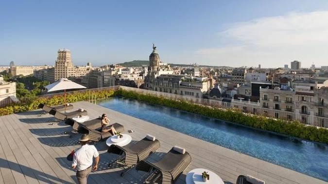Las piscinas de hotel m s bellas del mundo for Follando en la piscina del hotel