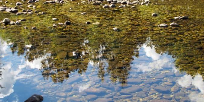 agua reflejada