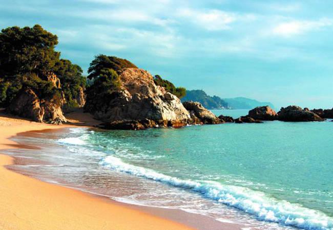 Disfruta de la playa en Lloret de Mar