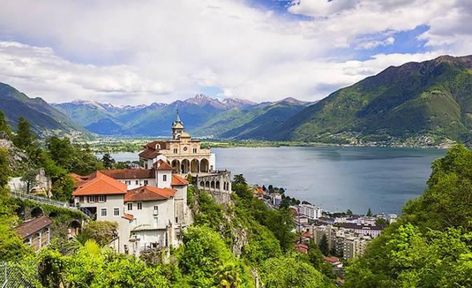 La luminosa y bella ciudad de Locarno, en Suiza