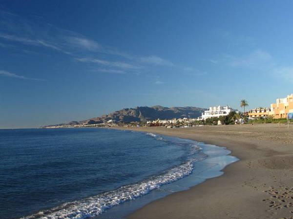 Vera, en Almería, sol y playas todo el año
