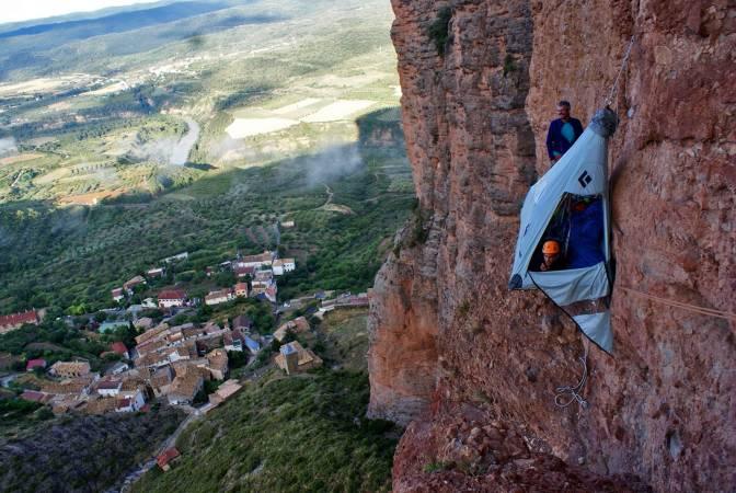 Escaladores en los Mallos de Riglos, en Huesca