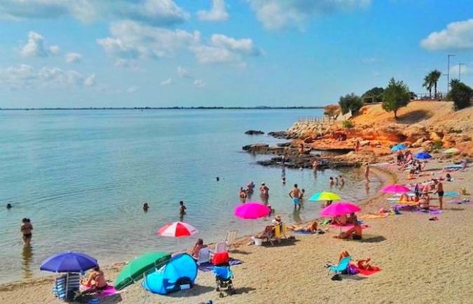 Playa dels Pinets, en L' Ampolla, Tarragona