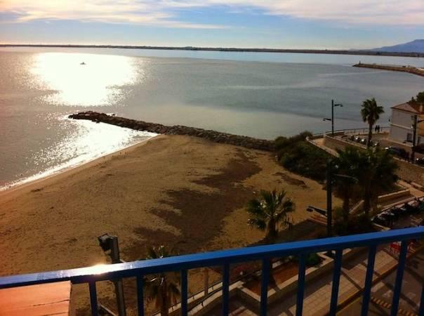 Playa de les Avellanes, en L' Ampolla, Tarragona