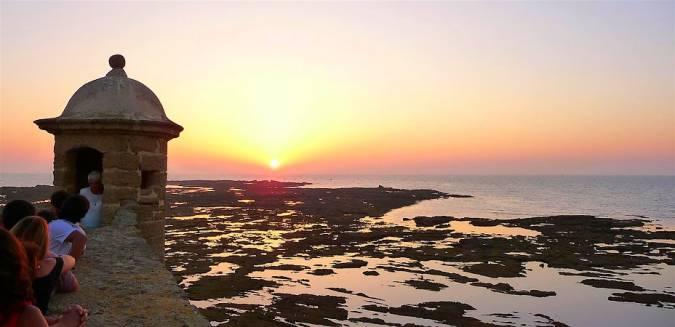 Puesta de sol desde el Castillo de Santa Catalina, en Cádiz