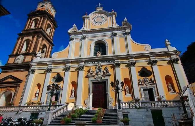 Basílica de Santa Trofimena, en Minori, Italia