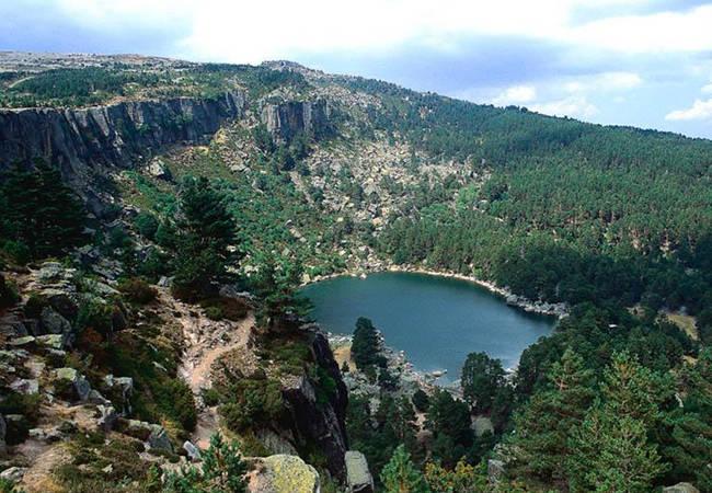 Descubre el misterio de la Laguna Negra en Soria