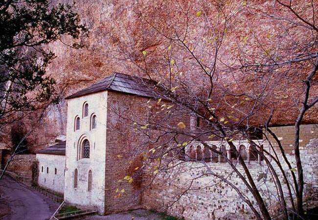 Descubre el Monasterio de San Juan de la Peña