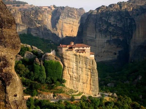 Monolitos y monasterios de Meteora, en Grecia
