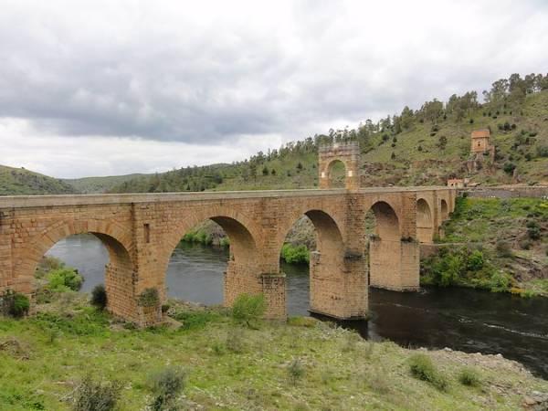 Cinco monumentos de España en peligro de extinción