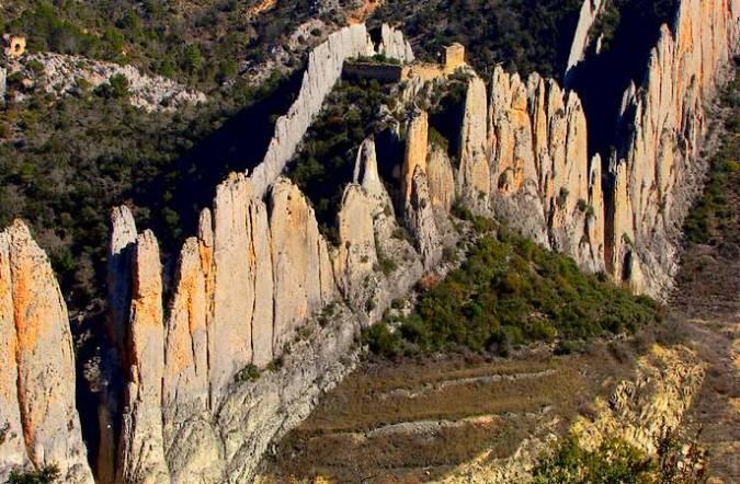 Muralla China de Finestres y Ermita de San Vicente, en Huesca