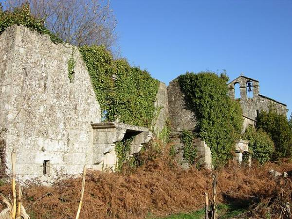 Ruinas del Monasterio de San Pedro de Lobás, en OCarballiño, Ourense