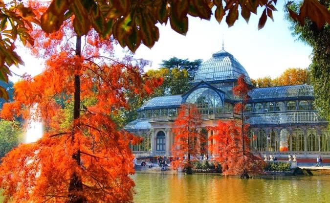 Palacio de Cristal de El Retiro en otoño