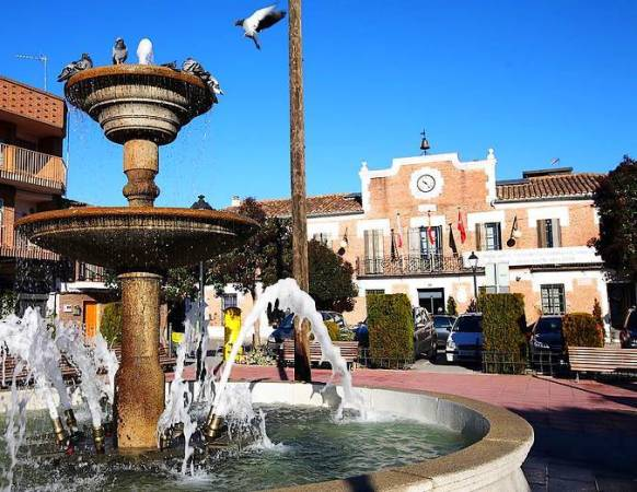 Plaza del Ayuntamiento de Paracuellos de Jarama, en Madrid
