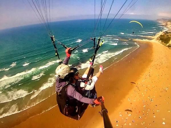 Vive la experiencia de volar sobre la playa de Barinatxe, en Sopelana
