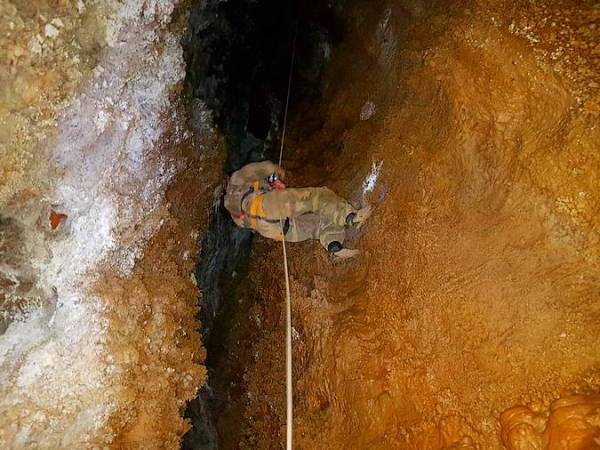 Cueva de Cornatel, en el Parque Natural Serra da Enciña da Lastras