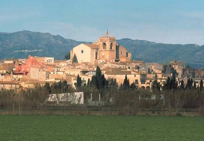 Descubre Peralada: un espectáculo en Girona