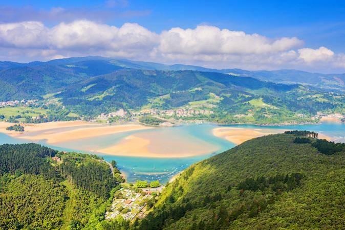 La Playa de Laida, paraíso del surf en Vizcaya
