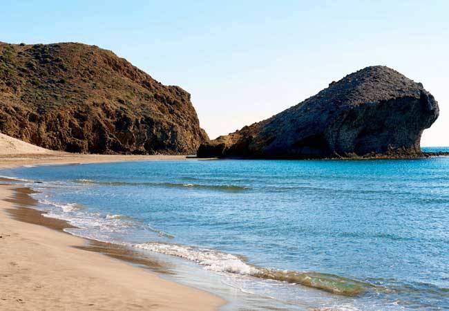 La playa de Mónsul: una playa de cine en Almería