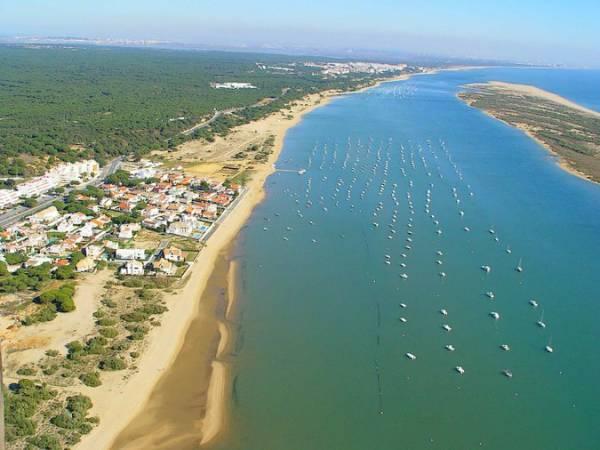 La Playa de El Rompido, en Huelva