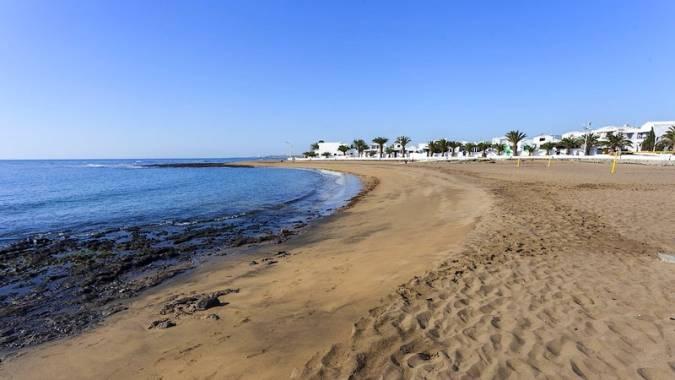 Playa Honda, soleadas vacaciones en Lanzarote