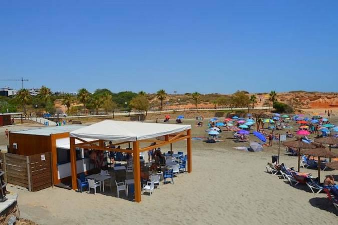 Chiringuito en la Playa de La Zenia, en Orihuela