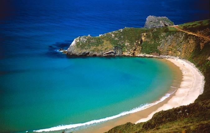 La playa naturista de Torimbia, en Asturias