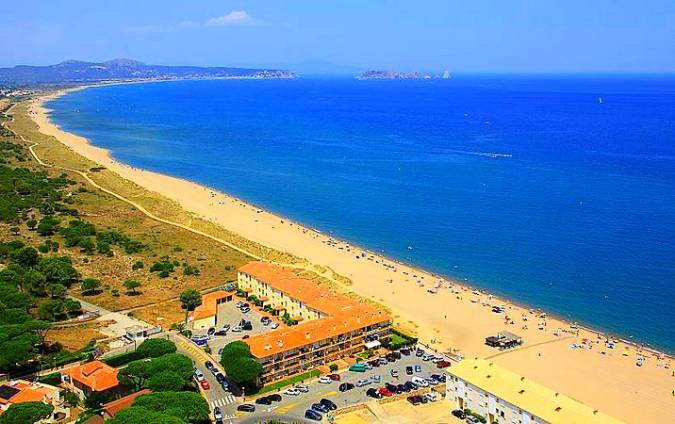 La dorada Playa de Pals, en Girona