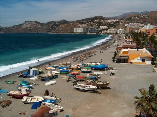 Playa de San Cristóbal, en Almuñécar, Granada
