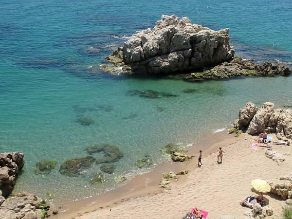Cala Roca Grossa, en la Playa de las Rocas, Calella
