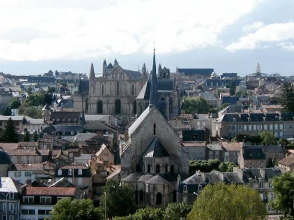 Poitiers, ciudad romanica de Francia