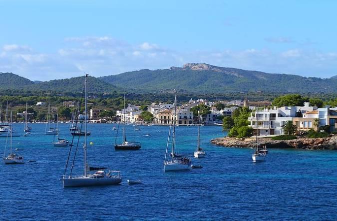 El pueblo costero de Porto Colom, en Mallorca
