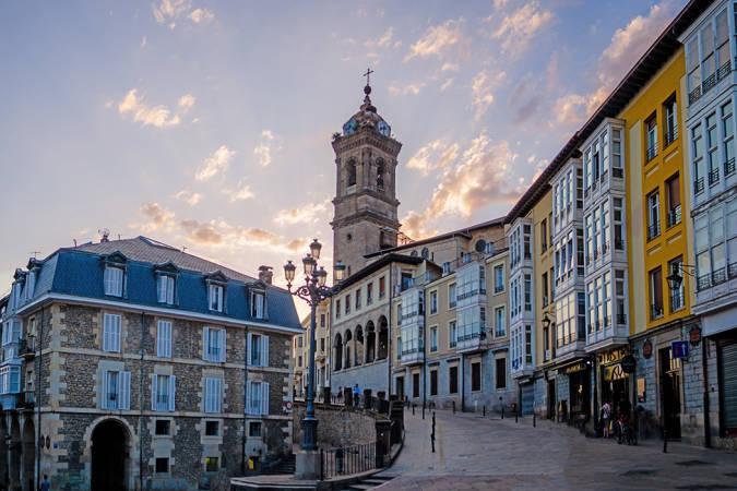 La prenda de tendencia que vas a llevarte a la histórica Vitoria-Gasteiz